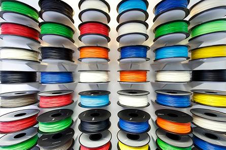Materiály pre 3D tlač v rôznych farbách